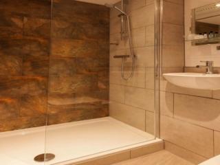 Hotels in Manchester Best Western Manchester Cresta Court Hotel Executive Bathroom