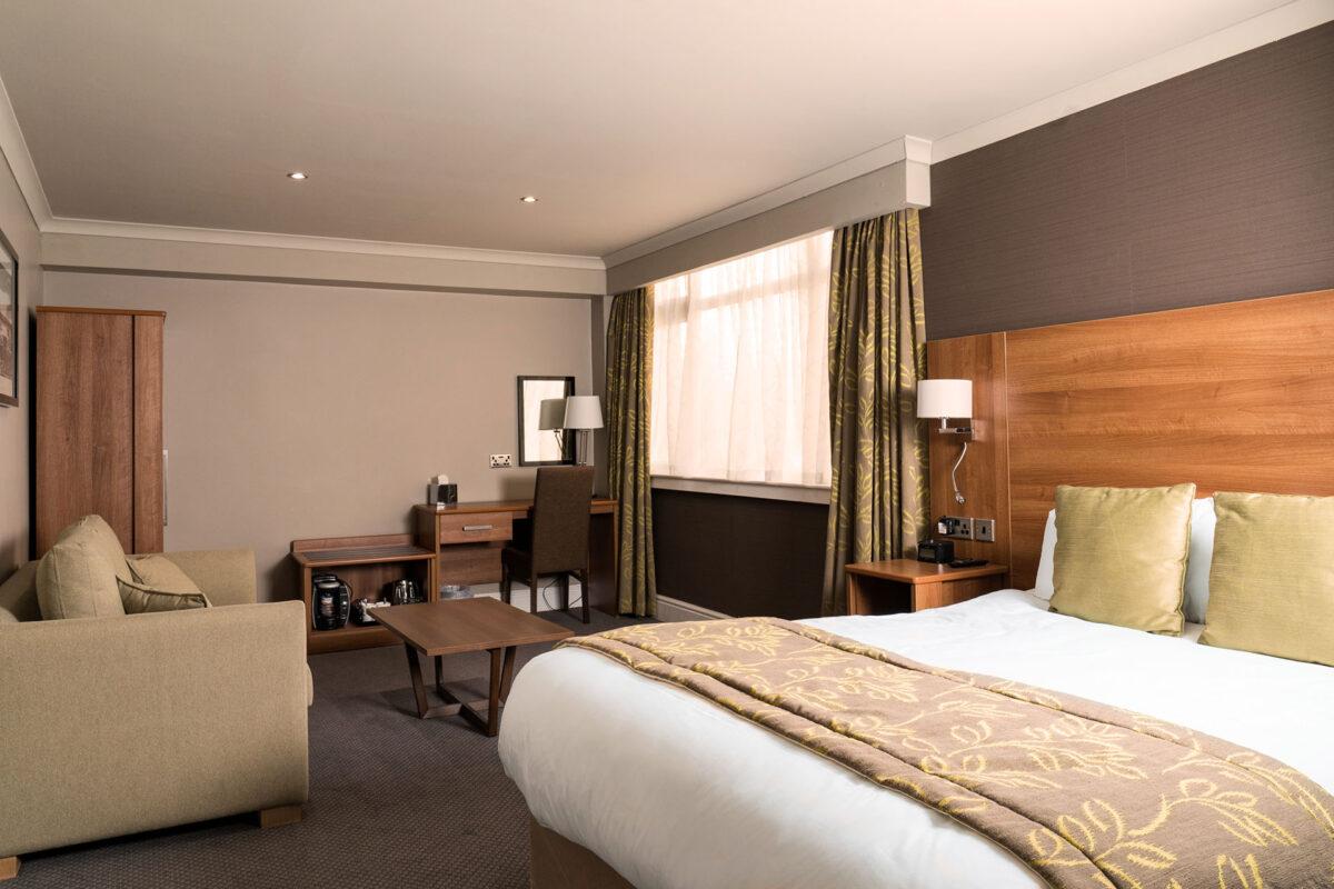 Cresta Court Hotel Executive Bedroom